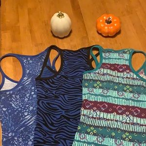 No Boundaries Tops - No Boundaries Tank Tops. Size large. Set of 3.
